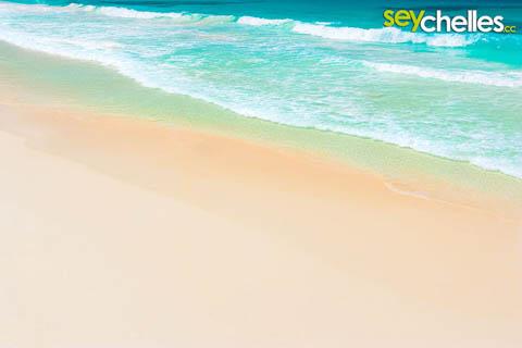 petite anse la digue, seychelles