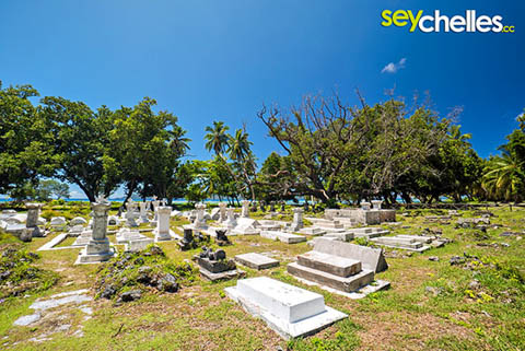 old cemetery - undion estate la digue