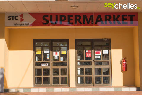 der stc supermarkt auf la digue