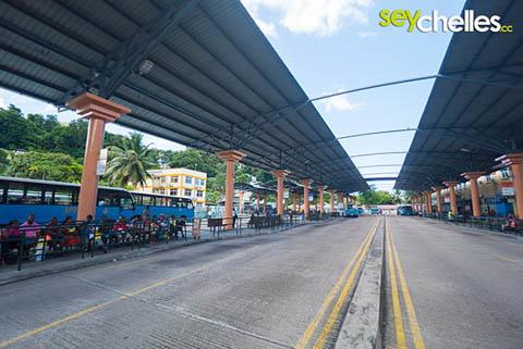 busbahnhof in victoria - von hier aus gelangt man in den kleinsten Winkel von Mahe