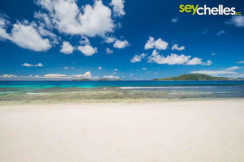 deserted beach anse gaulettes on la digue