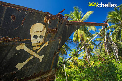 pirate boat on la digue